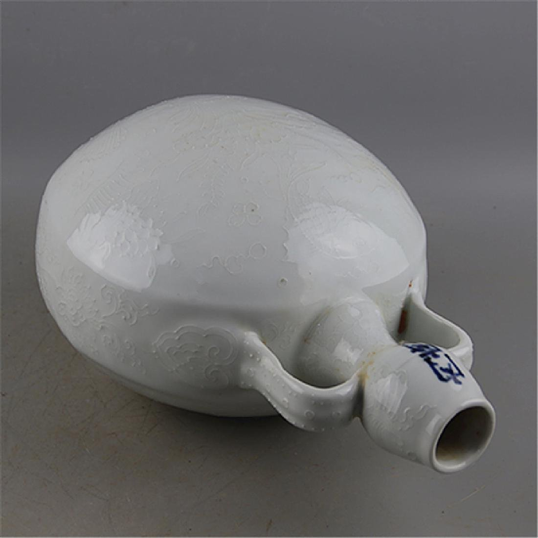 CHINESE PORCELAIN WHITE GLAZE FISH AND WEED MOONFLASK - 3