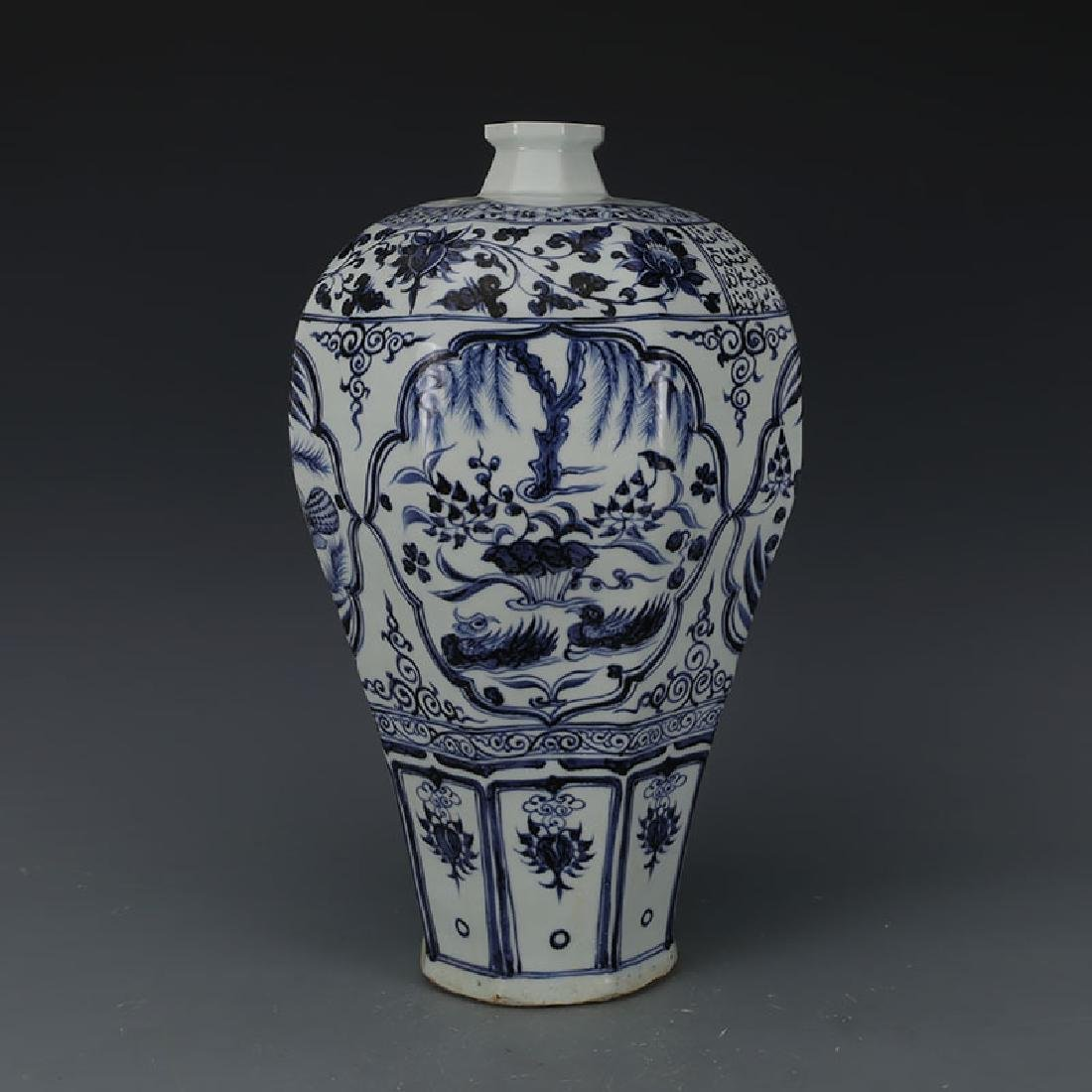 CHINESE PORCELAIN BLUE AND WHITE BIRD MEIPING VASE