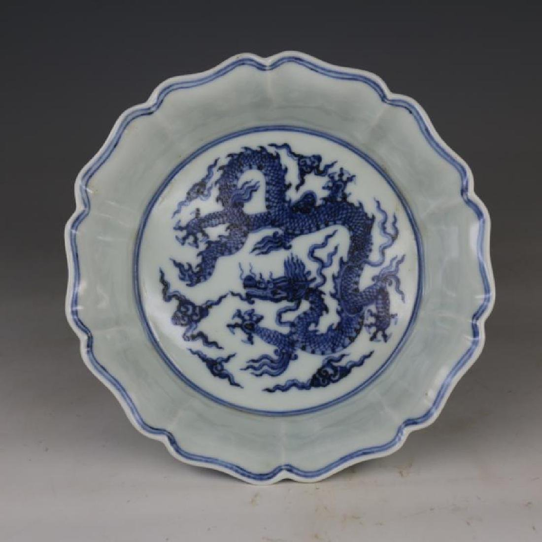 CHINESE PORCELAIN BLUE AND WHITE DRAGON BRUSH WASHER