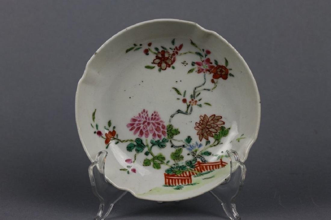 18TH CENTURY CHINESE PORCELAIN FAMILLE ROSE DISH
