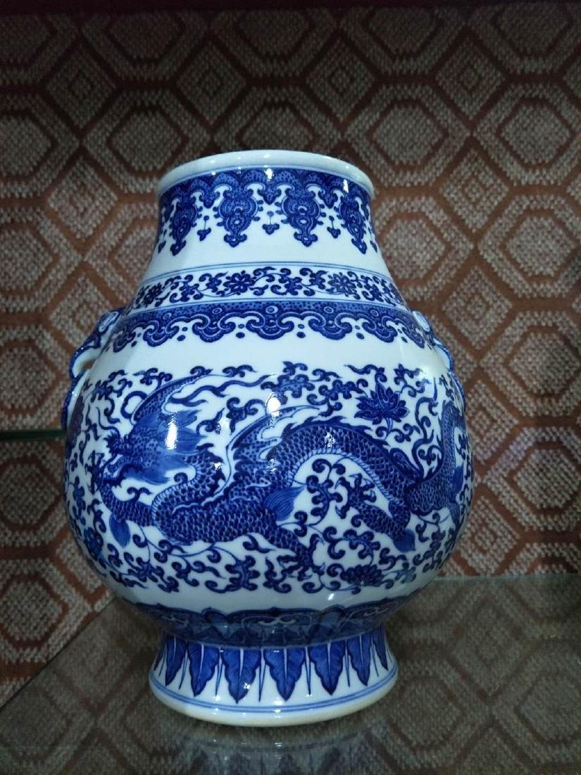 CHINESE PORCELAIN BLUE AND WHITE FLOWER ZUN VASE