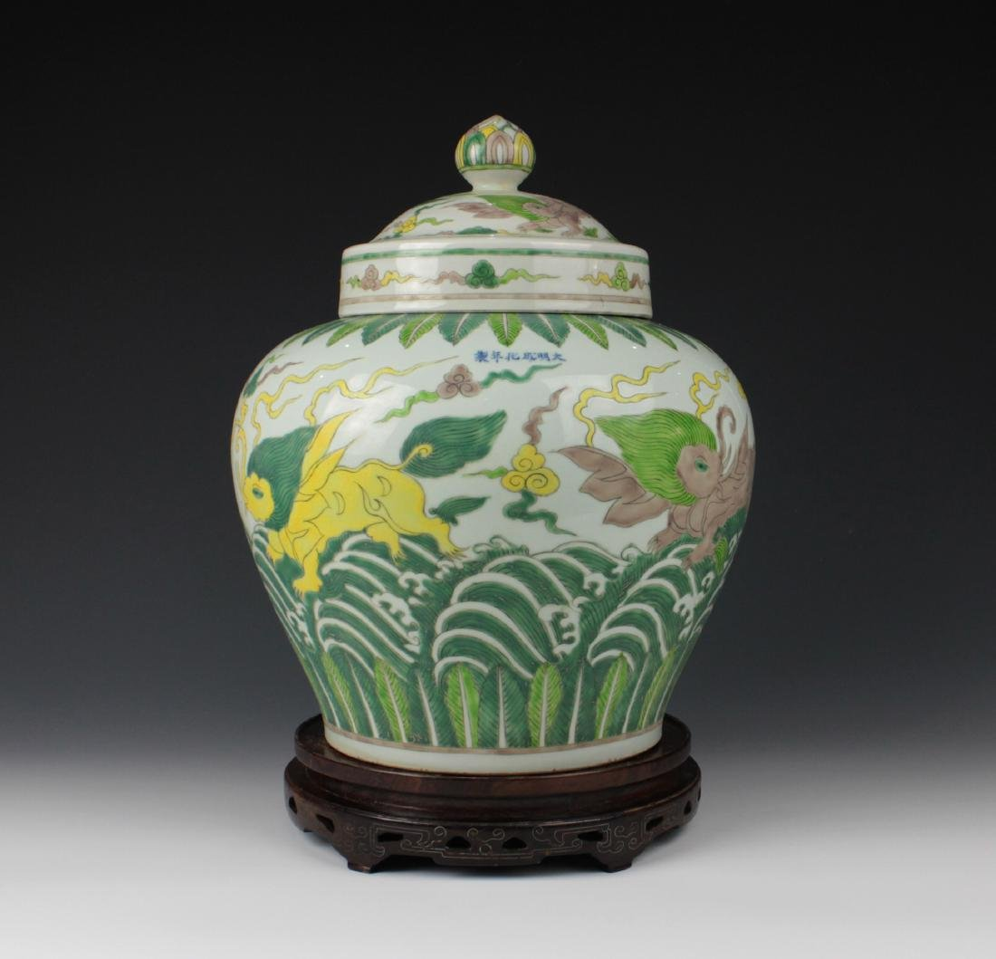 CHINESE PORCELAIN DOUCAI BEAST LIDDED JAR