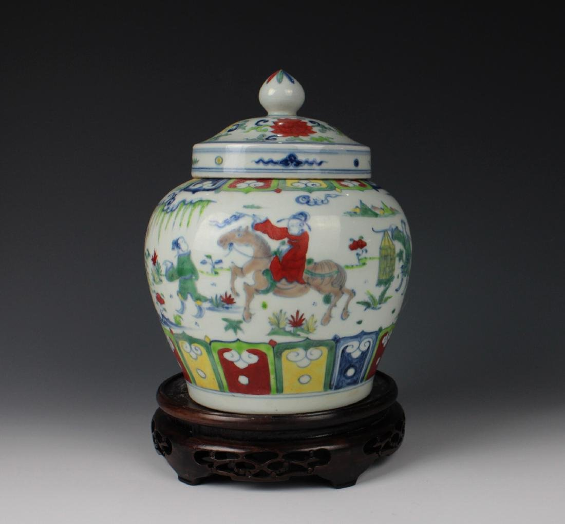 CHINESE PORCELAIN DOUCAI FIGURE LIDDED JAR