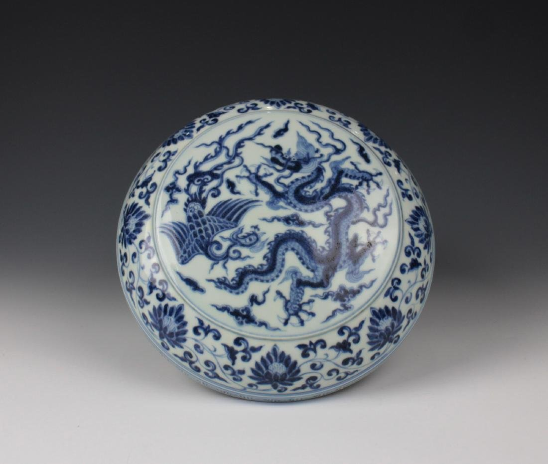 CHINESE PORCELAIN BLUE AND WHITE DRAGON LIDDED BOX