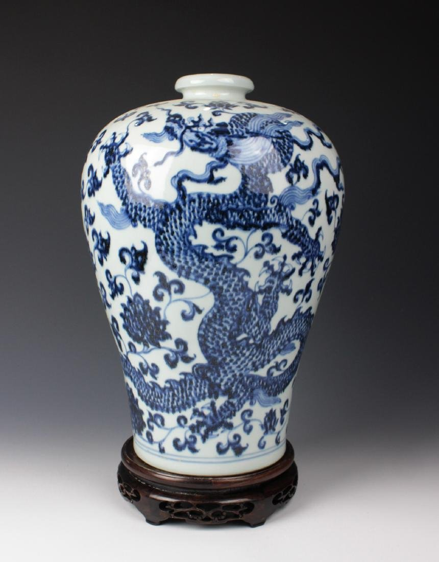CHINESE PORCELAIN BLUE AND WHITE DRAGON MEIPING VASE