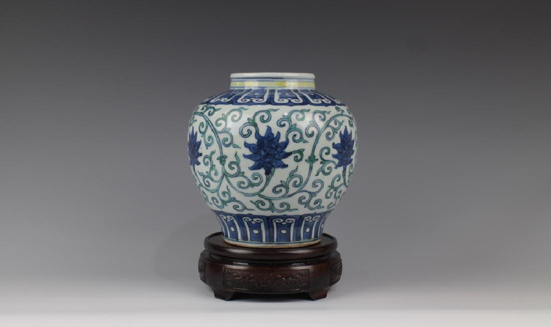 CHINESE PORCELAIN DOUCAI FLOWER JAR