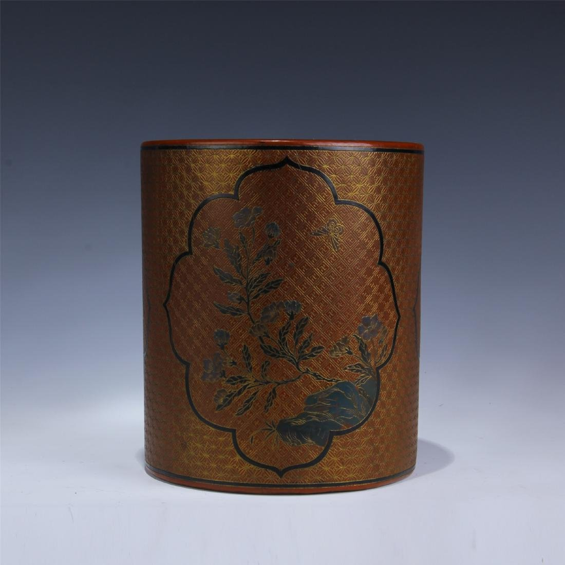 CHINESE GOLD PAINTED LACQUERED BRUSH POT