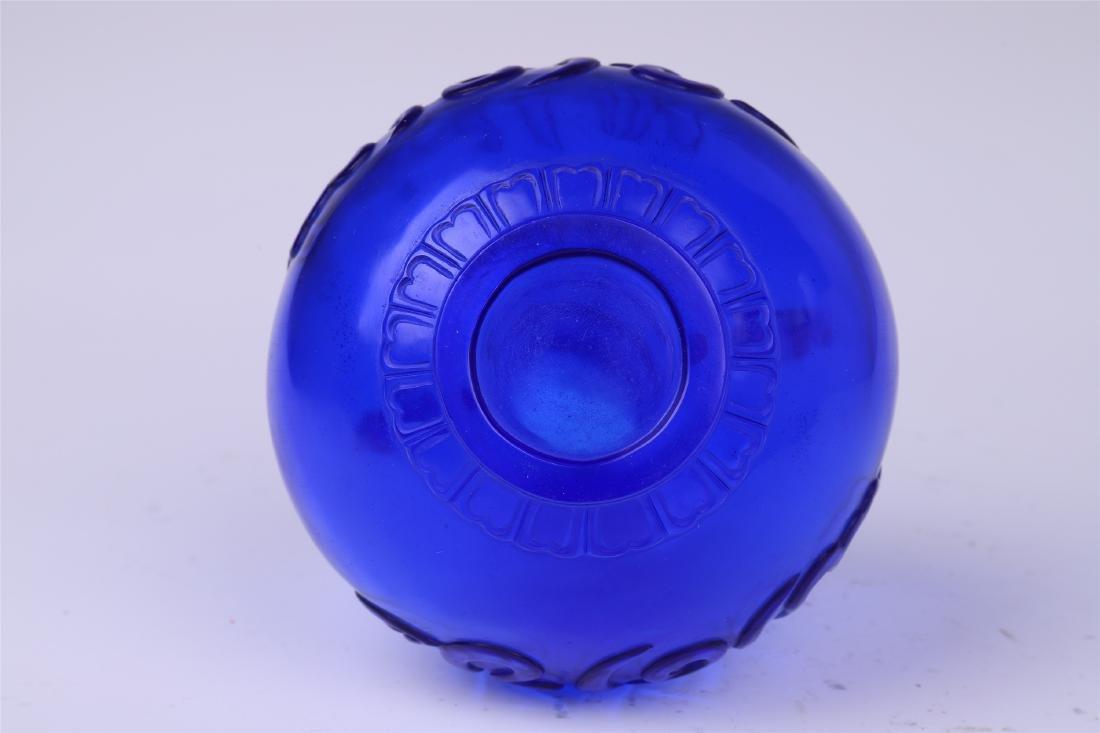 CHINESE BLUE PEKING GLASS VASE - 7