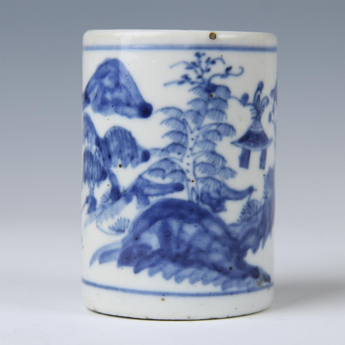 CHINESE PORCELAIN BLUE AND WHITE BRUSH POT