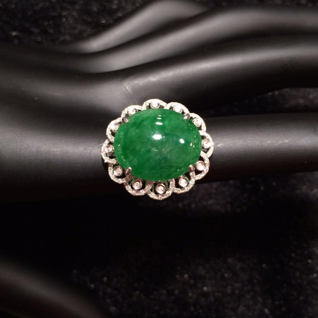 NATURAL JADEITE RING 18K GOLD DIAMOND