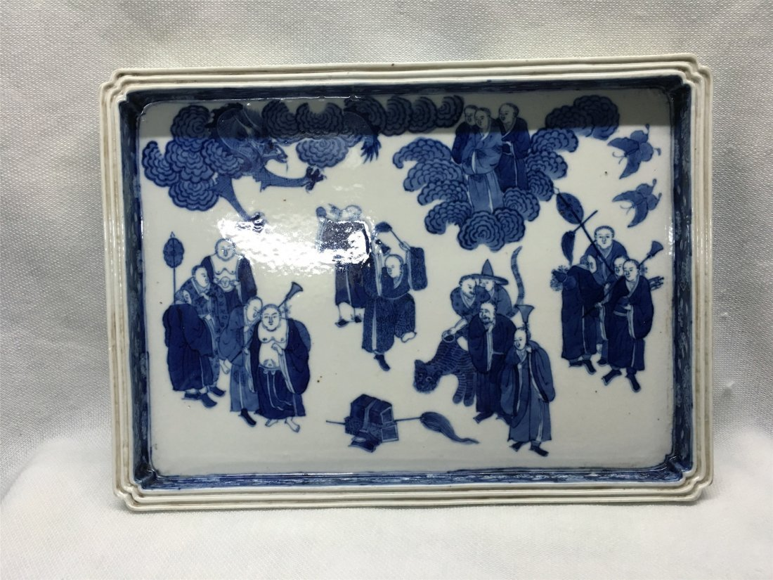 CHINESE PORCELAIN BLUE AND WHITE LOHAN TRAY