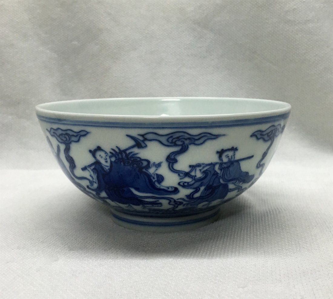CHINESE PORCELAIN BLUE AND WHITE BOWL