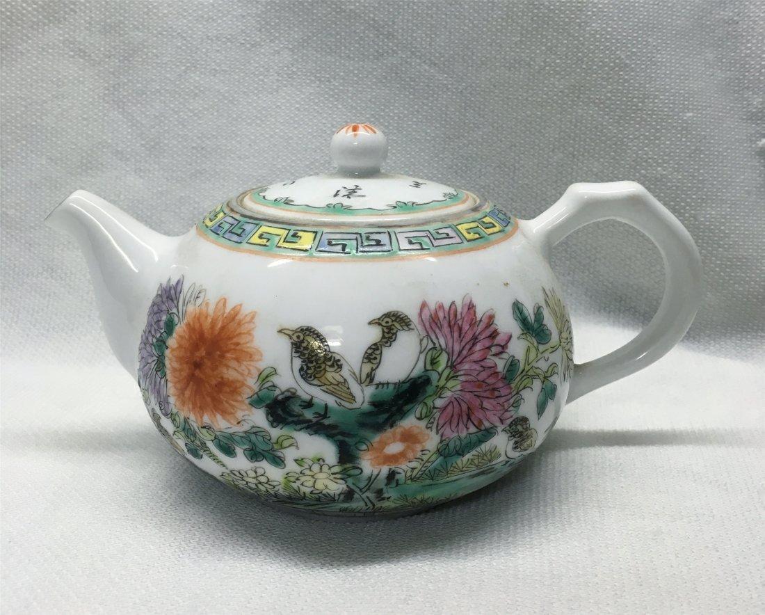 CHINESE PORCELAIN FAMILLE ROSE TEA POT