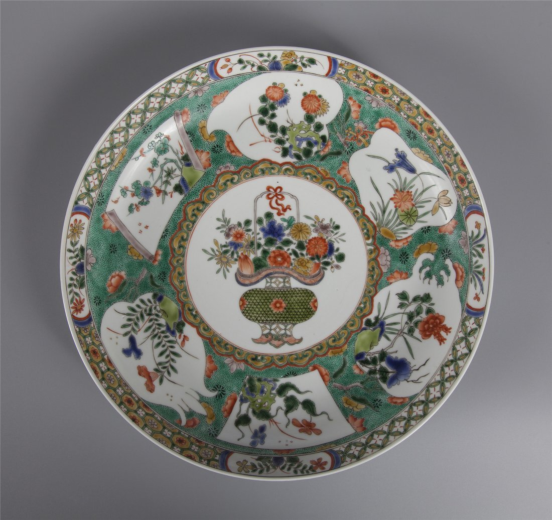 CHINESE PORCELAIN WUCAI FLOWRAL PLATE