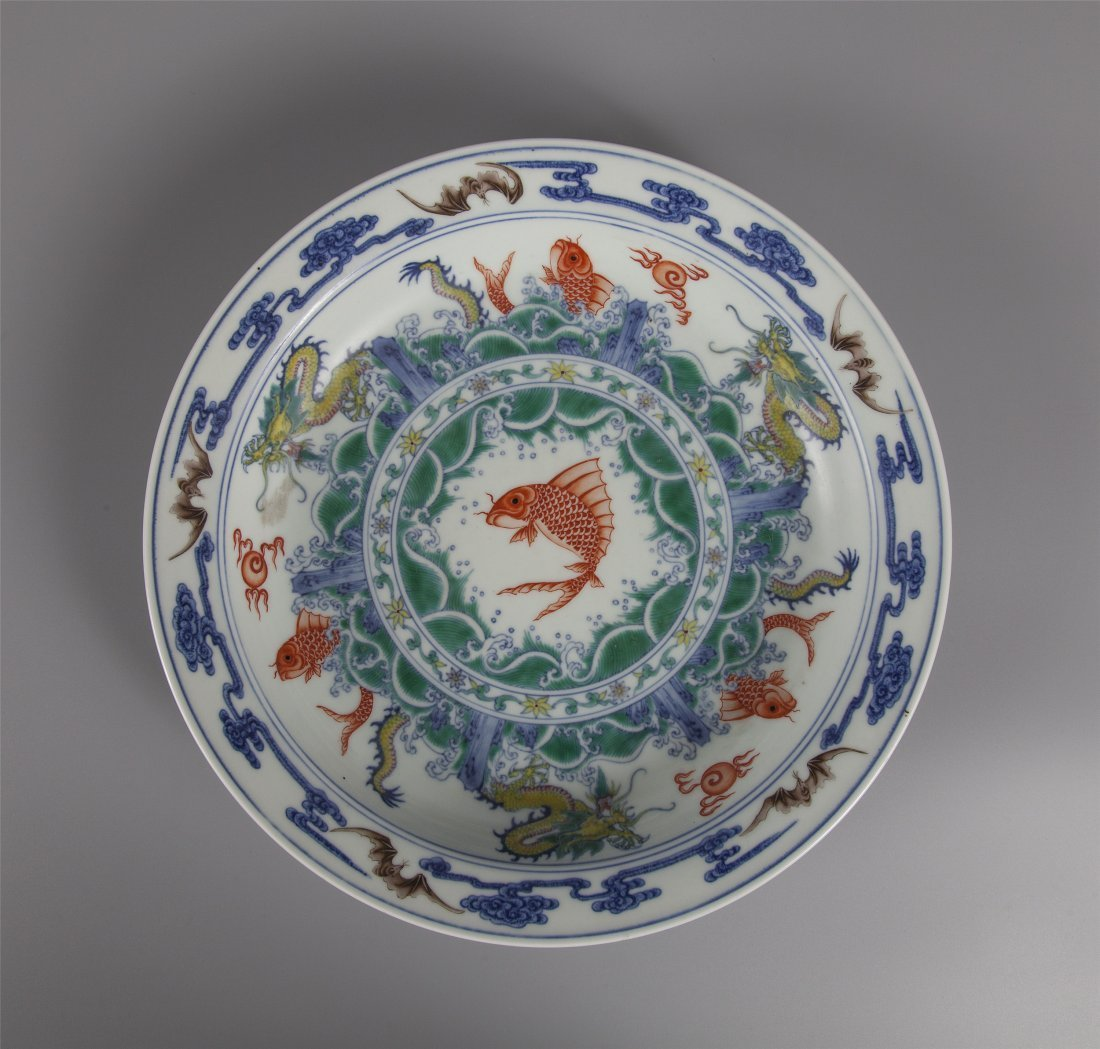 CHINESE PORCELAIN WUCAI BLUE AND WHITE DRAGON PLATE