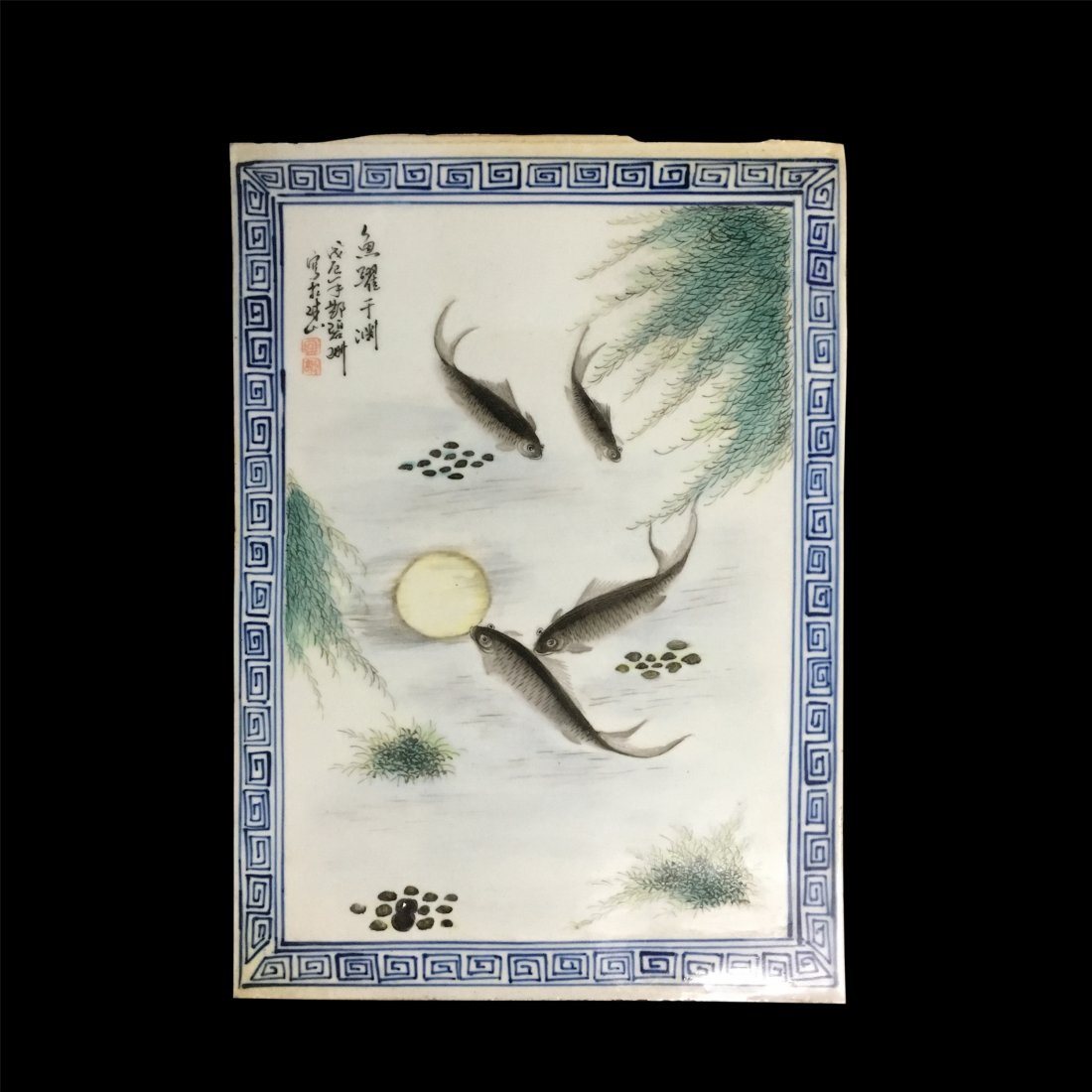 CHINESE PORCELAIN FAMILLE ROSE PLAQUE OF FISH