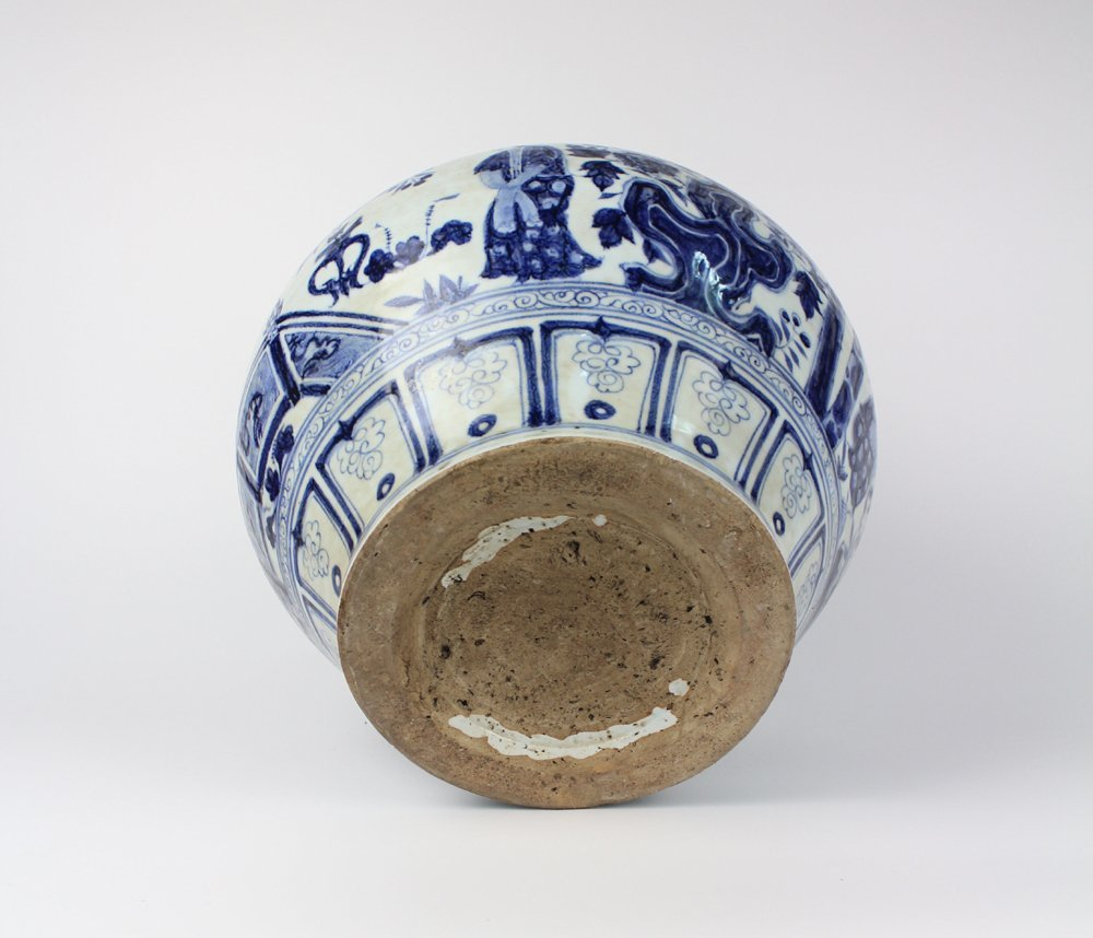 CHINESE PORCELAIN BLUE AND WHITE FIGURE JAR - 5