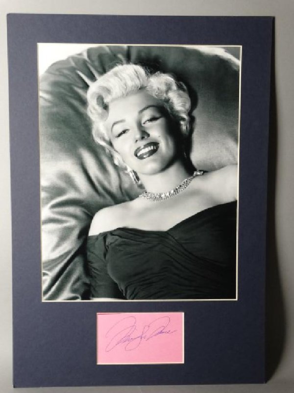 MARILYN MONROE - Matted Autograph & Photo