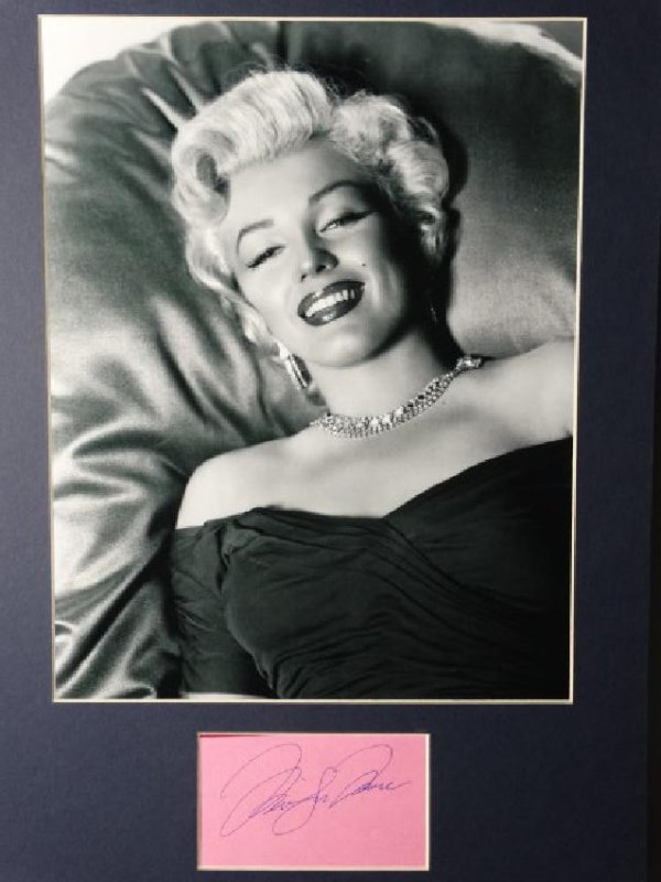 MARILYN MONROE - Matted Autograph & Photo - 2