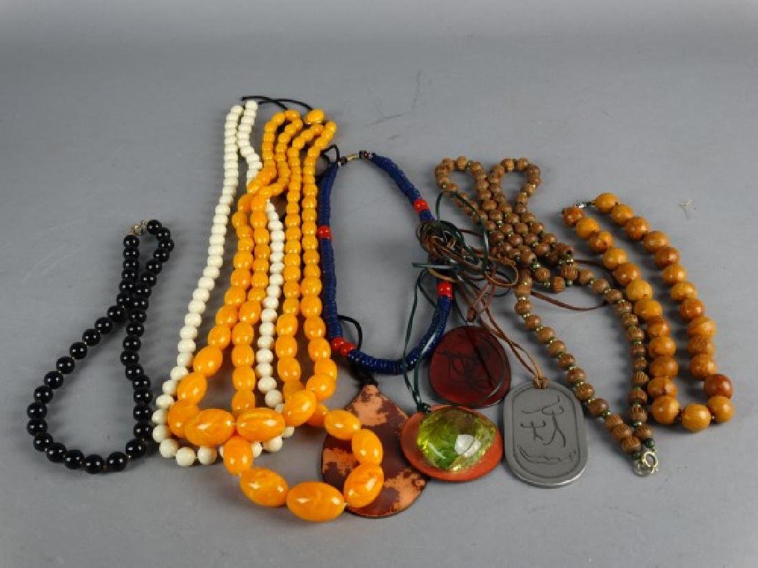 Grouping of 10 Necklaces