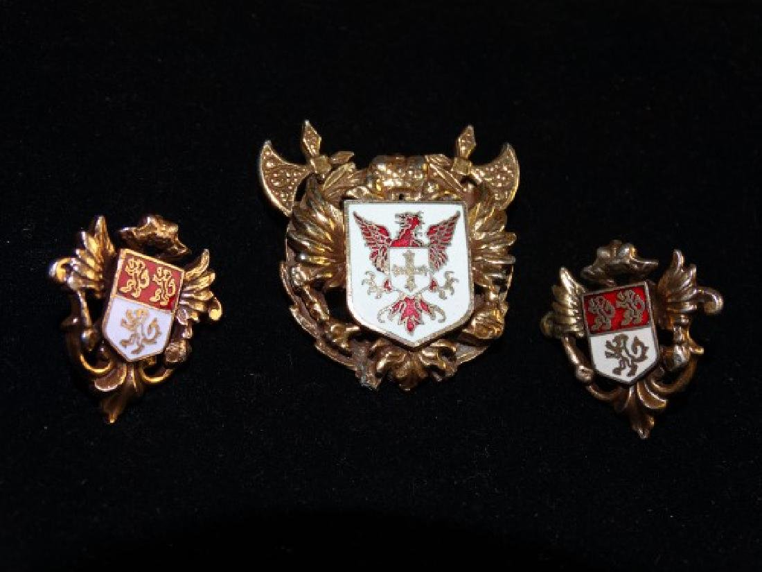 Crest Brooch & Earrings Suite