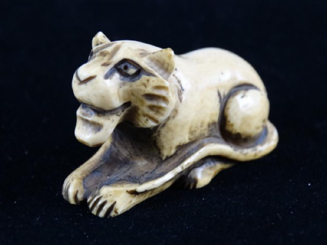 Carved Netsuke - Lion, signed - 2