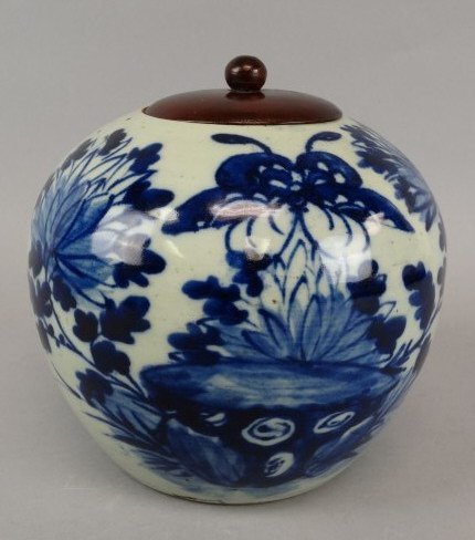 Chinese B&W Ginger Jar w/ Wooden Lid