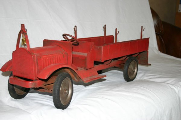 12: METAL FIRE TRUCK, RED
