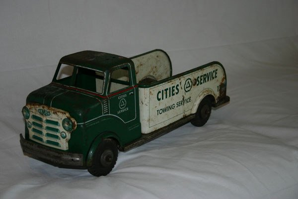 19: CITIES SERVICE TOW TRUCK TOY
