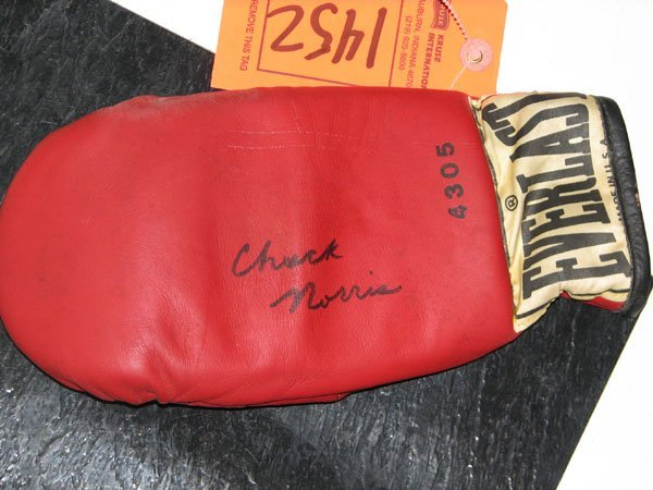 1452: ONE BOXING GLOVE, SIGNED BY CHUCK NORRIS