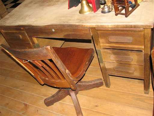 - 1612: ANTIQUE WOODEN TEACHER'S DESK WITH SWIVEL CHAIR