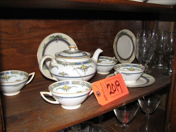 2019: SMALL TEA SET OF 4 CUPS, ONE TEA POT BY MINTON'S