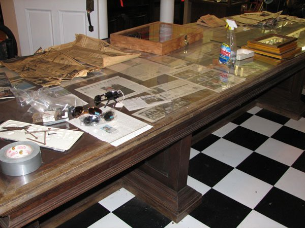 2385: LONG LIBRARY TABLE OF AMERICAN WALNUT WITH LEATHE
