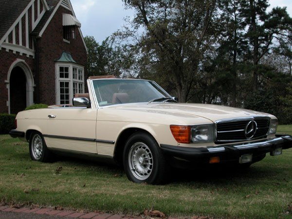 2700: 1982 MERCEDES BENZ 380 SL, HARD AND SOFT TOPS, YE