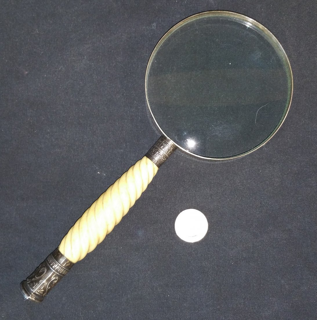 ANTIQUE MAGNIFYING GLASS WITH BONE HANDLE