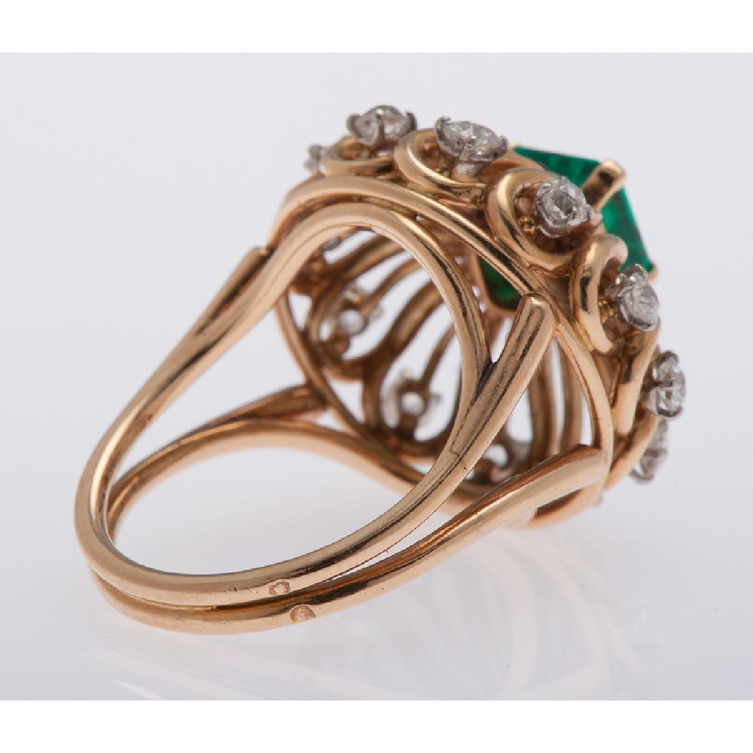 Mellerio 18 Karat Yellow Gold Emerald and Diamond Ring - 4