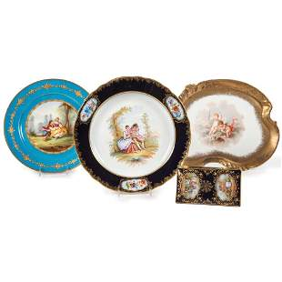 Two Continental Porcelain Cabinet Plates, A Vanity Tray