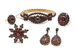 329 14K Victorian Garnet Bracelet Plus