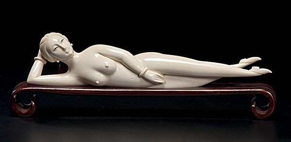 1005: Chinese Carved Ivory Doctor's Lady