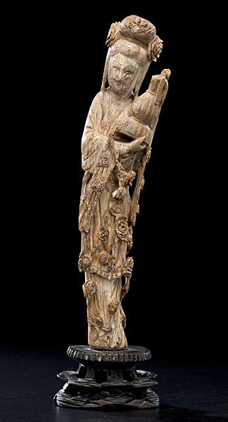 1022: Chinese Carved Ivory Guanyin Figure
