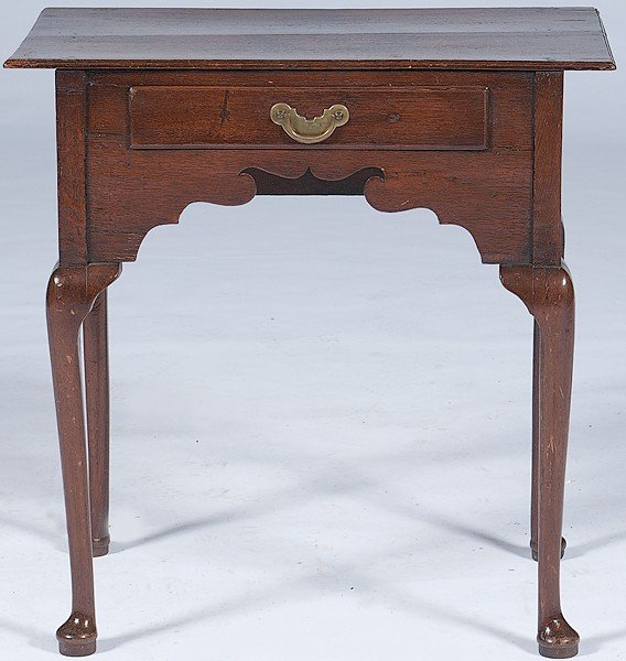 245: Queen Anne Dressing Table