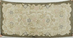 519: Hooked Rug in Floral Pattern