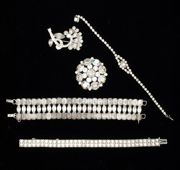 16: Weiss & Unsigned Costume Jewelry Collection