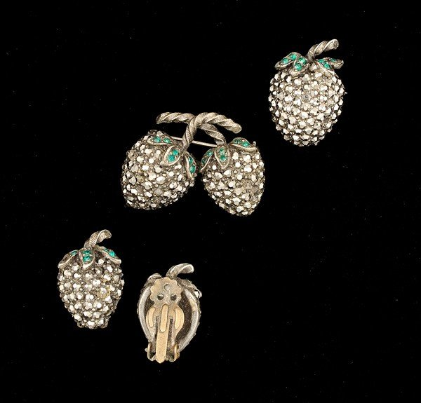 24: Weiss Costume Jewelry Collection
