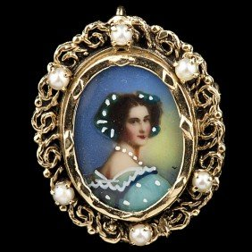 Painted Porcelain Brooch With Pearl Accents�