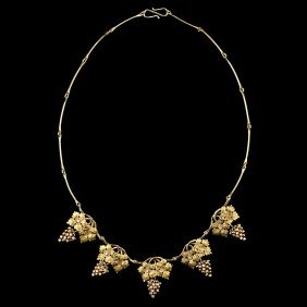Delicate Grape Vine Pearl And Gold Necklace�
