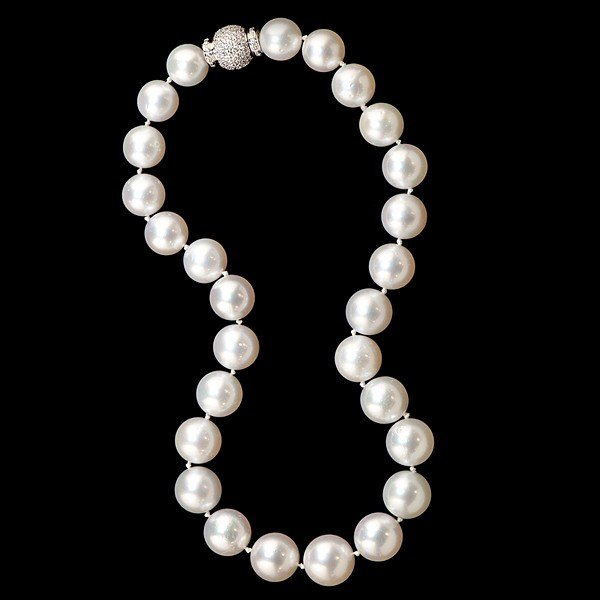 23: South Sea Pearl Necklace with Diamond Clasp