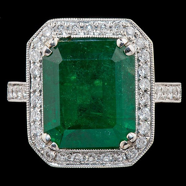 87: 18K White Gold Emerald & Diamond Ring