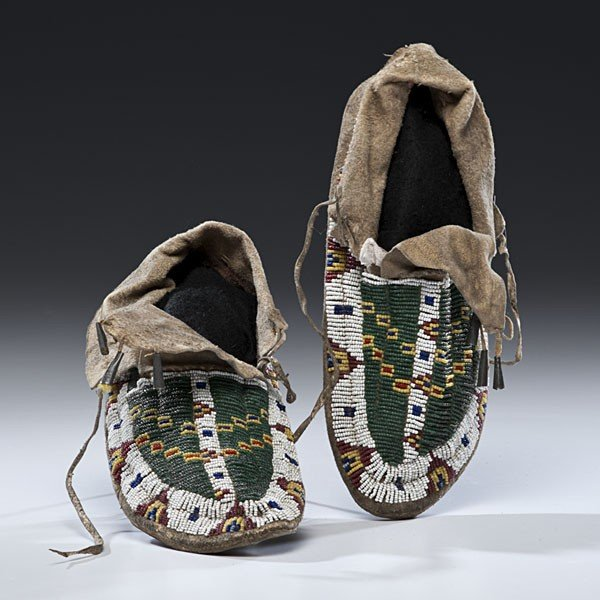 135: Sioux Beaded Hide Moccasins