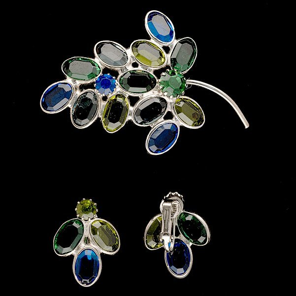 18: Unsigned Glass Style Brooch & Ear clips